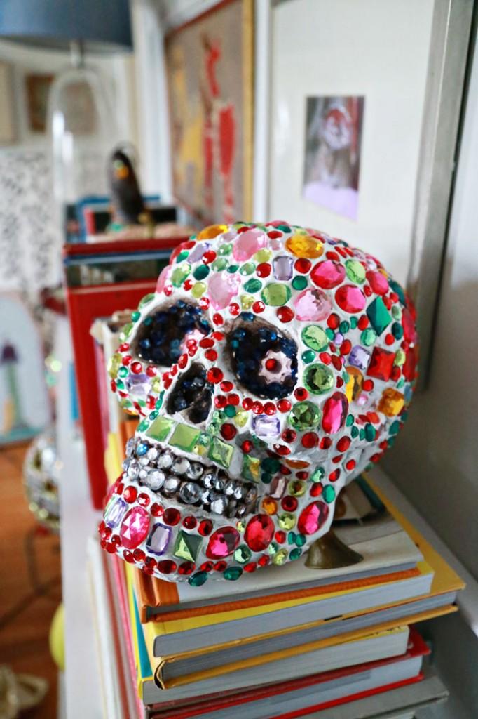 rhienstone-skull-aunt-peaches-700
