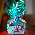 Gift Wrap Challenge: Paper Plate Cookie Basket