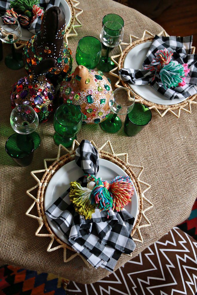 yarn-tassel-knob-bobbles-napkin-table-thanksgiving-craft-entertaining-682