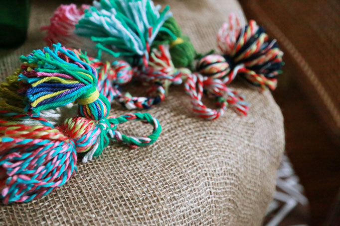yarn-tassel-napkin-rings-group-682