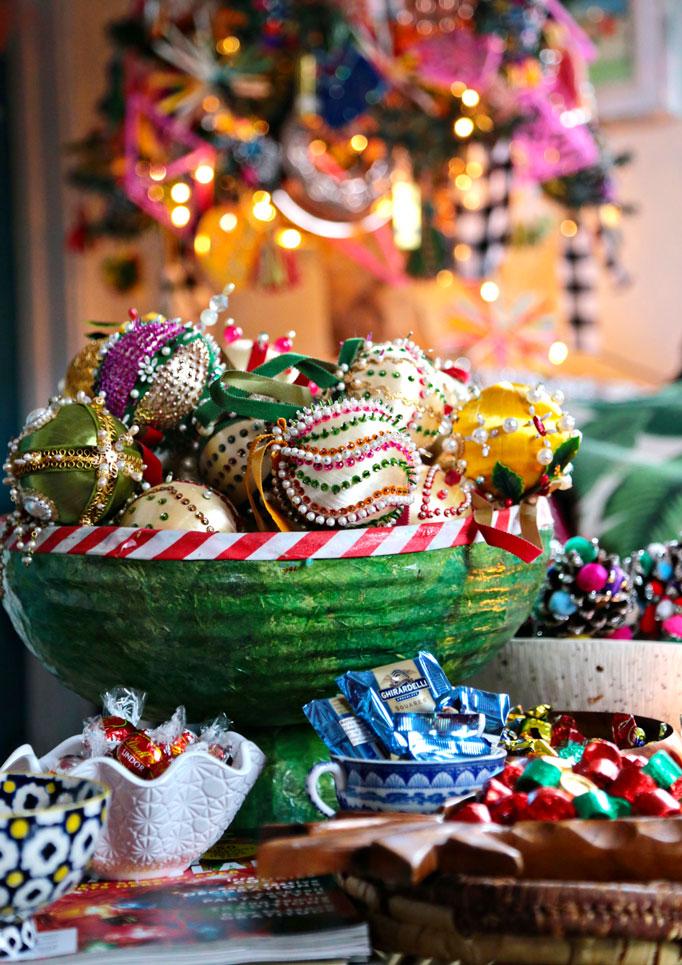 bowl-vintage-ornaments-682