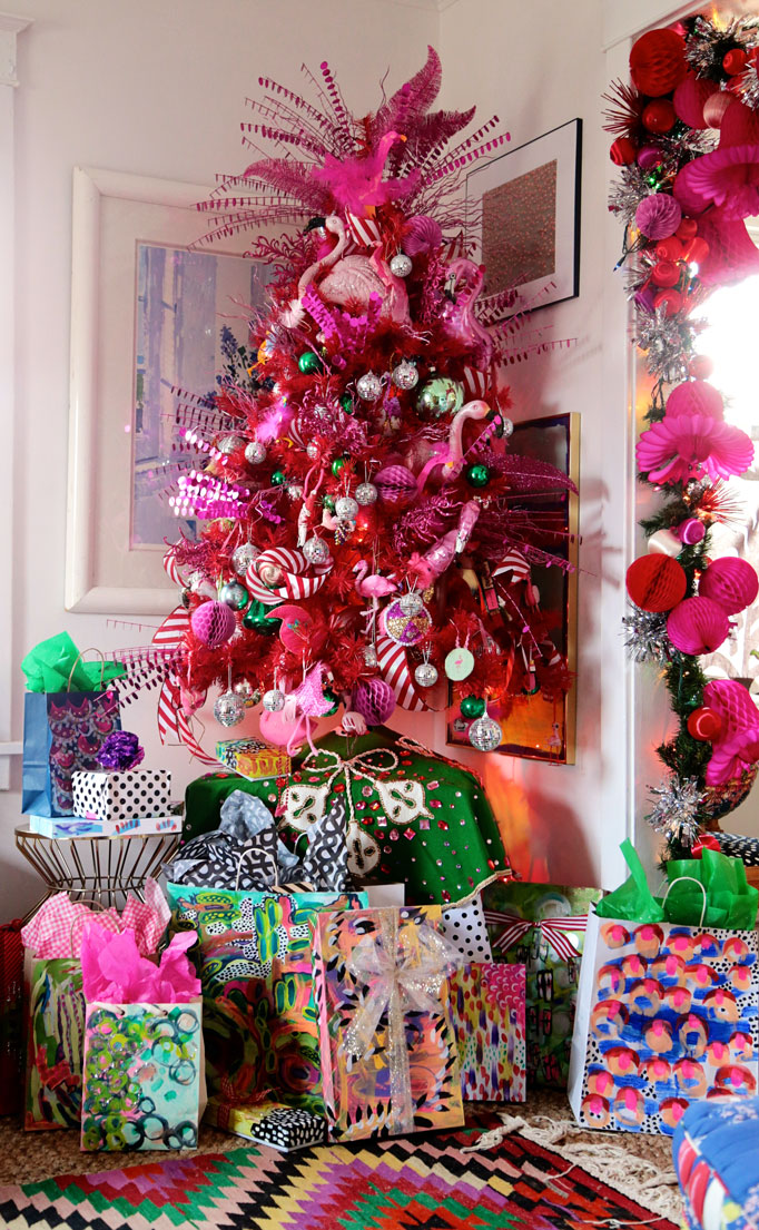 flamingo-Christmas-tree,-Aunt-Peaches