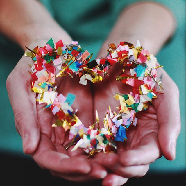 It's been a couple years since I made these confetti hearts for @elizabethbanks  and now I'm thinking it might be time to revisit! #valentinecrafts ?