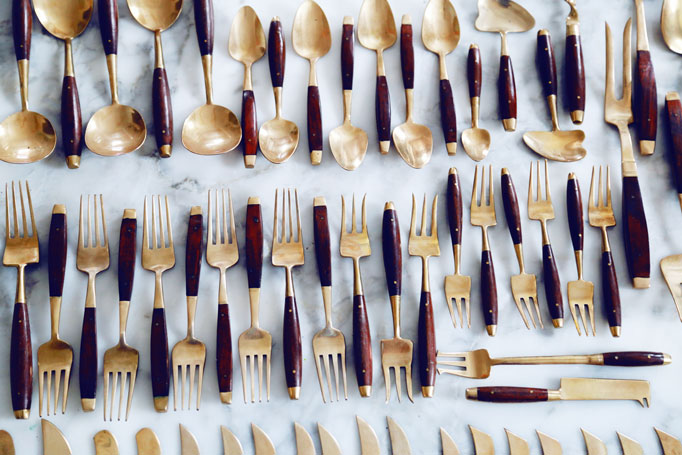 gold-and-wood-silverware-bronzeware