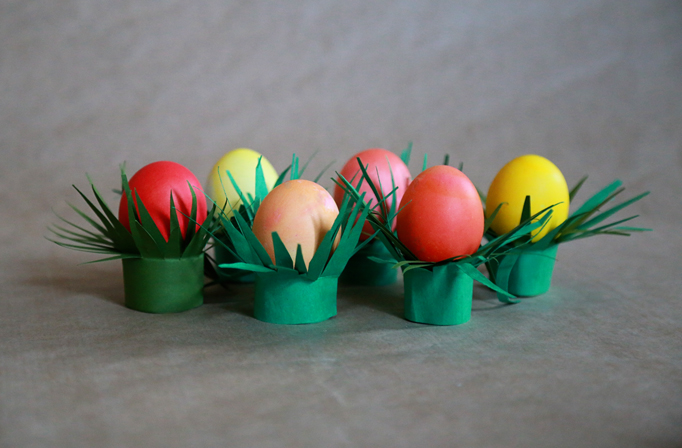 egg-cup-green-grass