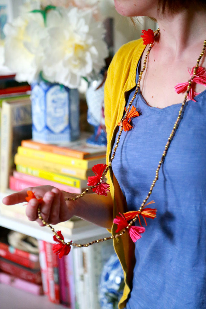 DIY-pom-pom-necklace-
