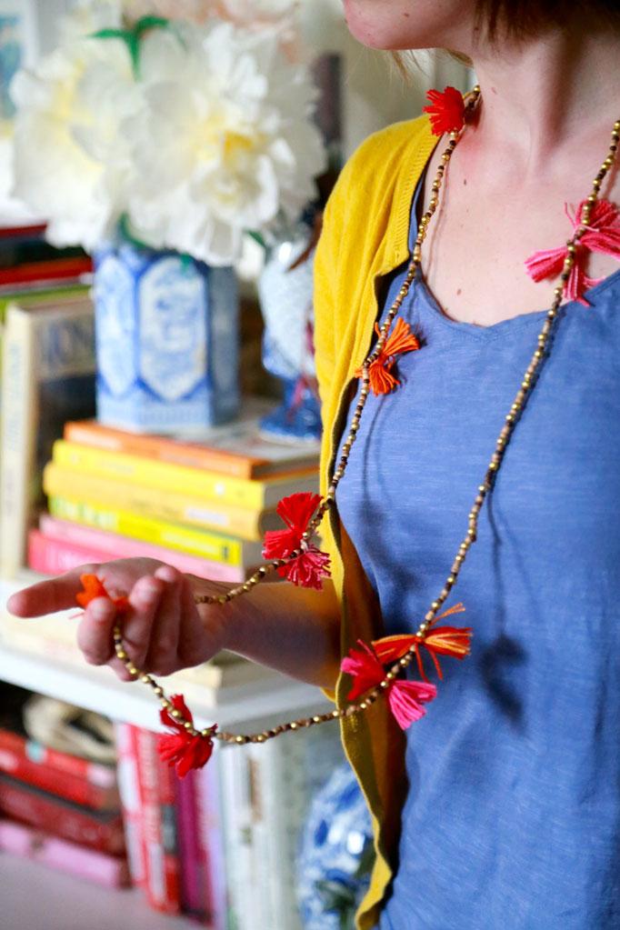 DIY-pom-pom-necklace-