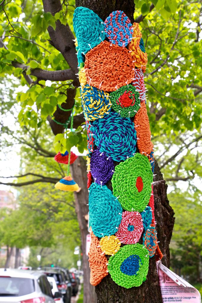 evanston-yarn-bomb