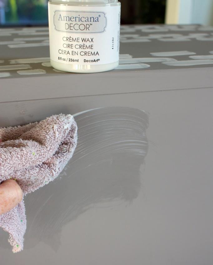 wax-finish-deco-art-chalky